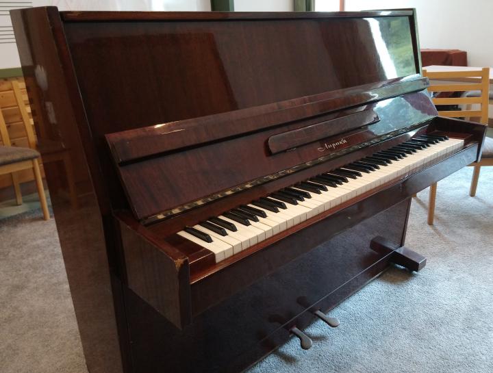 Pianínót adományoztak Központunknak